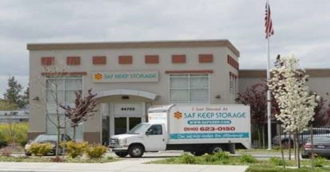 Saf Keep Storage moving truck parked in front of the facility