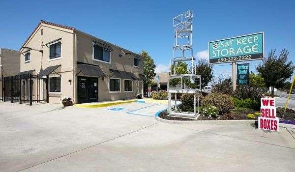 Saf Keep Storage facility in Redwood City CA.
