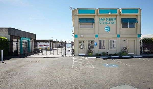 exterior office and front gate of Saf Keep Storage San Leandro